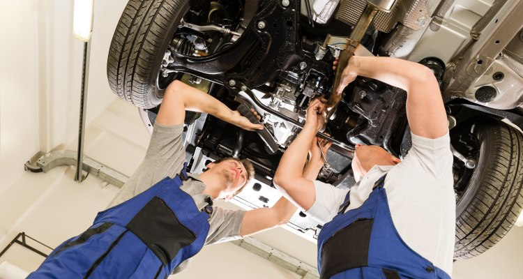 Automobilbranche - Hebebühnen für Pkws, Motorräder, Lkws; Ausrüstung für Werkstätten, Karosseriewerkstätten, Reifendienste
