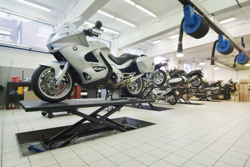 BMW Motorrad Milano Ponti sollevatori moto OMCN